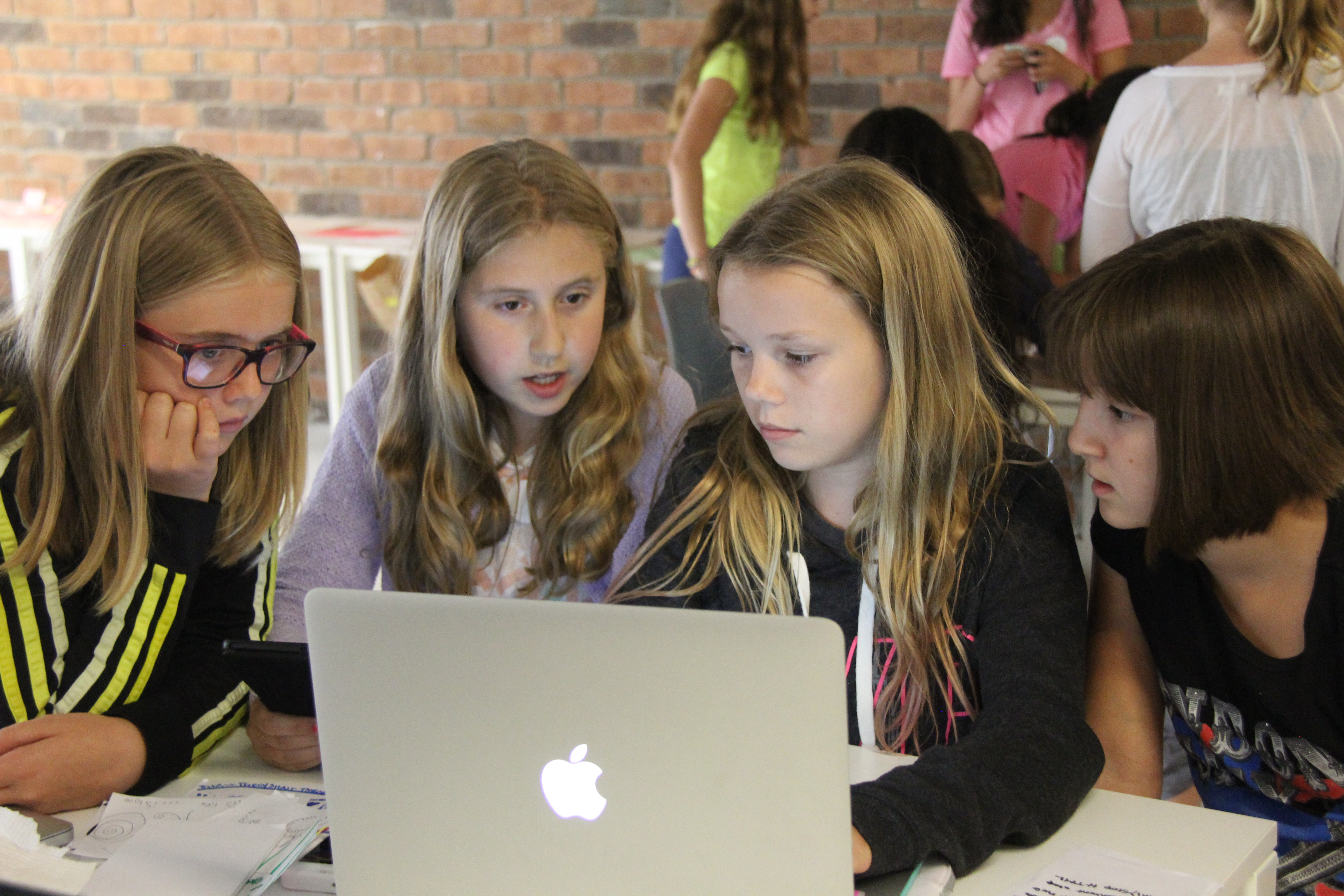 Bring Girls Learning Code to your community in Toronto or the GTA!