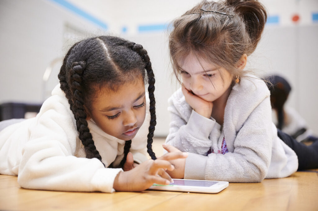 Two girls in front of the tablet